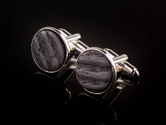 Manschettenknöpfe mit Yakisugi Holz Silberfarben