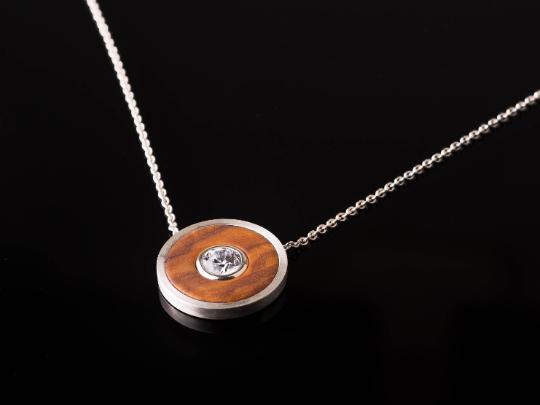 Zierliches Collier aus Silber und Olivenholz