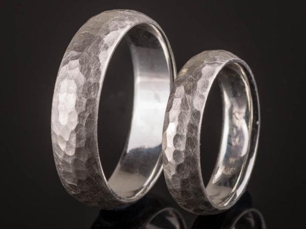 Gehämmerte Eheringe aus 925er Silber