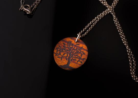 Holzanhänger Lebensbaum mit Silberkette